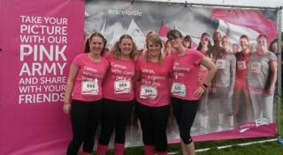 4x Ladies, pink background